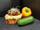 Hummus mit gegrilltem mediterranen Gemüse