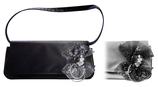 Tasche mit Brosche/Verzierung