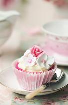 Cupcake mit Blumen und Buttercreme