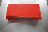 Sitzkissen Beifahrer gewölbt, rot / Keder gelb, bestickt