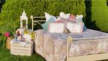 Ein Bett am Kornfeld