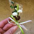 """Hochzeitsanstecker """"grün mit Efeuranke"""""""