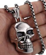 Halskette mit grossem Totenkopf,  Edelstahl