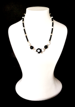 "Collier ""Black and white"""