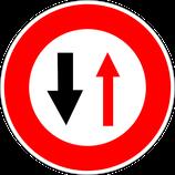 """B15 """"Cédez le passage aux véhicules venant en sens inverse"""""""