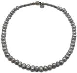 Halsketting met zilvergrijze parels