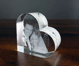 2D-Lasergravur im Herz aus Glas