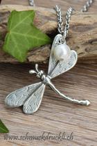 Libelle mit Zuchtperle