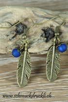 Ohrhängerli Feder mit Polaris-Perle blau / bronze
