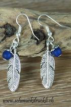 Ohrhängerli Feder mit Polaris-Perle blau