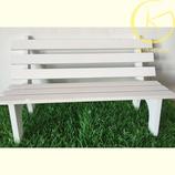 Wit houten tuinbankje
