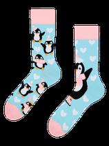 Winter Pinguin mit Mütze und Schal