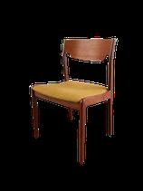Chaise en tissu moutarde