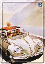VW Käfer weiß stehende Frau