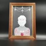 Cadre Femme de dos en dentelle de papier