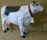 RIZD30 Kuh Figur steht mit Glocke