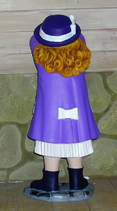 RIPO11 Mädchen Figur an der Wand