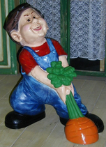 RIPO82 Junge Figur mit Karotte