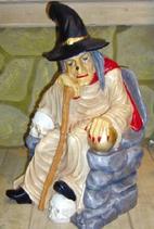 RIPO108 Hexe Figur sitzt