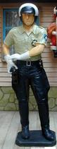 IAB018 Polizist Figur lebensgroß