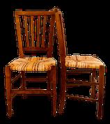 Paire de chaises paillées anciennes, paillées en torons de tissus de coton dans les tons curry, jaune, paille, écru et tissu africain.