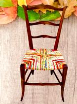 Chaise paillée en torons de tissus réalisée par La Mue. Un menuisier ébéniste inspiré.