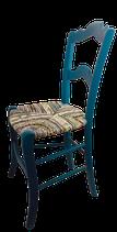 Chaise paillée en torons de tissus. Collection Mers. Bois couleur bleu pétrole.