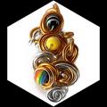 Pendentif fil aluminium doré argent et perles spirale fait main