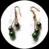 Boucles oreilles  grappe 3  fil aluminium doré perles magique verte