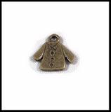 Breloque en métal veste 15 X 15  mm couleur cuivre.