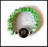 Bracelet  support boutons snaps enfant vert et blanc perle de verre. Réf : 1146.