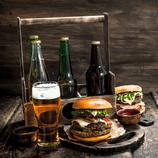 Herrenabend mit Bier und Burger
