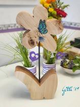 Schmetterling auf Holzblume