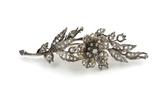 14 Karaat goud en zilveren 'en tremblant' takbroche bezet met vele roosdiamanten in origineel etui, ca.1860.
