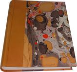 Album foto in pelle beige scuro e carta marmorizzata
