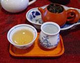 10)茶杯でお茶を味わいます。※茶壷のフタは開けておく。閉めてしまうと蒸れすぎて味が落ちます。※2煎、3煎と淹れるごとに、蒸らし時間を少しずつ長くしてください。 ※2煎目以降は、茶海から茶杯に注いで味の変化を楽しんでください。::悟空::--横浜中華街で生まれて30年。中国茶・中国茶器専門店
