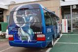 【ラッピング×旅行】 ツアーテーマをバス全面にラッピング。細やかな張り込み技術が必要でした。