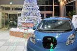 【店内装飾×自動車販売】 光が流れる特殊なロープライトを使用し、電気の供給を表現しました。