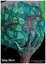 femme enceinte ventre belly painting solenn minier arbre oiseau écureuil