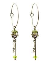 Ava ° The Mystic Essence ° Zauberhafte Creolen Ohrringe Einzigartige Handgefertigte Ohrringe mit Strass und Kristallschliffperlen in leuchtendem Waldgrün. * Designed and Manufactured by Elfgard® Germany