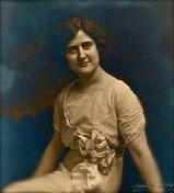 Elsie Gladys SECHRIST 1889-1987 married Samuel Simon LAUCKS
