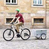 Bike-Boxtrailer Maiporter Z130 fährt über Kopfsteinpflaster