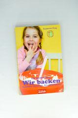 Verlag: Mosaik bei Goldmann  Buchtitel: Wir backen Kuchen, Törtchen, Knusperkekse  Autor: Susanne Klug Erscheinungsjahr: 2010