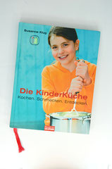 Verlag: Mosaik bei Goldmann  Buchtitel: Die KinderKüche - Kochen. Schmecken. Entdecken.   Autor: Susanne Klug Erscheinungsjahr: 2006
