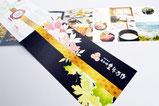 【折りパンフ×旅館】 かばんにスッと入れやすい、横長変形で制作したパンフレット。