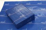 【包装紙×洋菓子店】 アトリエマドレーヌ様 イメージカラーのブルーをメインに、 イラストや色合いをフランス風にデザインしました。 サイズ:B2 加工:片面カラー・ニス加工