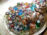 カラフルなミントティーグラス。いくつか買って、インテリアとして飾っている。