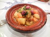 タジン鍋で調理した蒸し料理。味付けは少しスパイシーだけどほぼ素材の味をいかしている。