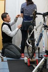 ロードバイクのための身体採寸は骨を目印にしています。