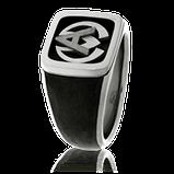 Monogrammring in Carbon und Weissgold aus der Herrenschmuck-Kollektion Carbon-Cushion, angefertigt auf Kundenwunsch von der Goldschmiede OBSESSION